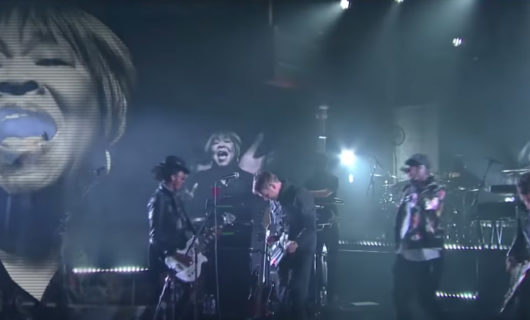 """Gorillaz estreno HUMANZ, cantando """"Let Me Out"""" con Stephen Colbert"""